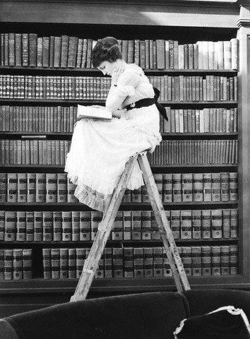 mujer leyendo 2